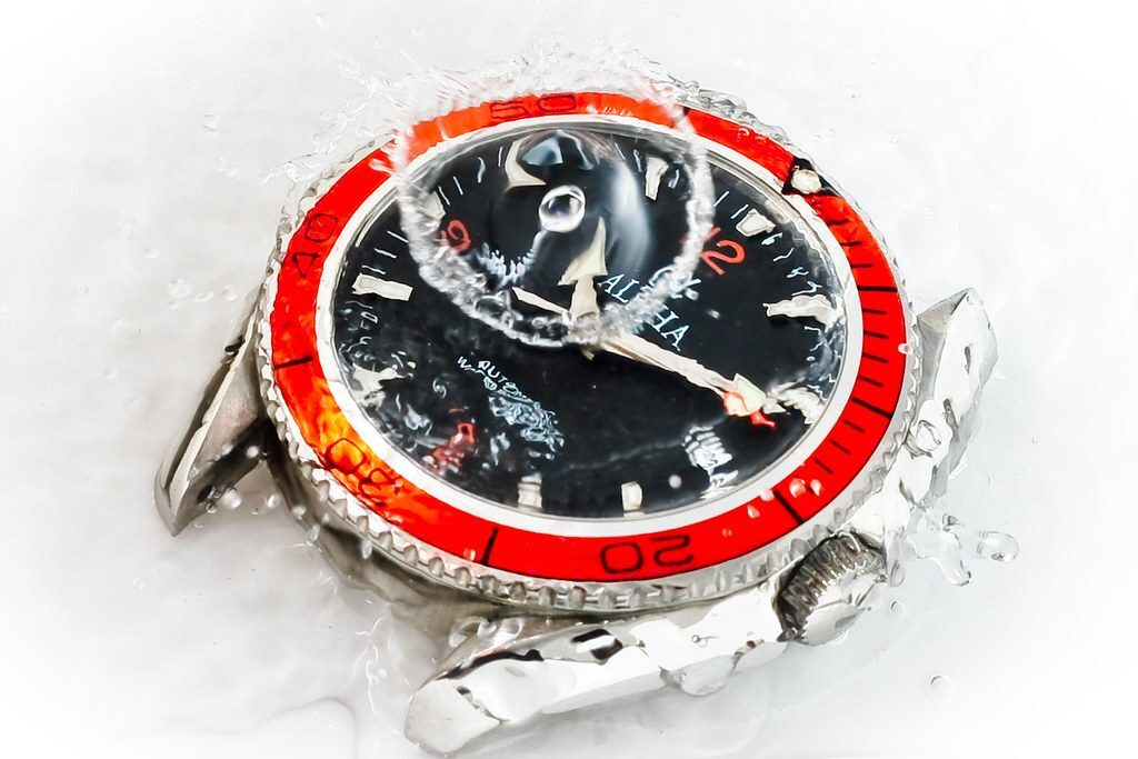 Rotating Bezel, Dive Watch, Submerged, Water-resistant, Red Watch Face