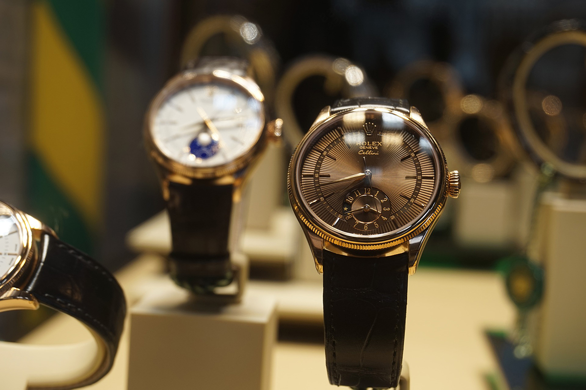 How To Spot A Fake Rolex, Watch Display, Watch Models, Timepieces, Luxury Watches, Anaogue Watches